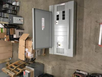 armoire 600 amp-600 volts<br/>armoire cutler hammer 600 amperes - 600 volts avec main et autres disjoncteurs<br/><br/>prix a discuter